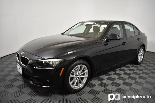 Certified Pre-Owned 2016 BMW 320i 320i w/ Moonroof/Navigation