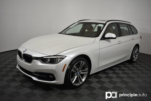 Pre-Owned 2016 BMW 328i Sports Wagon 328i xDrive w/ Premium/Driving Assist/Navigation/L