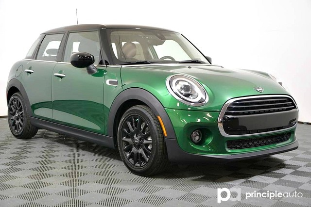 Pre-Owned 2020 MINI Hardtop 4 Door Cooper Signature